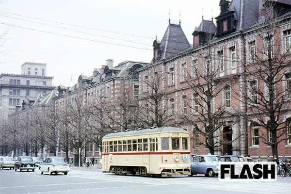 秘蔵カラー写真で見る「60年前の日本」三菱1号館前