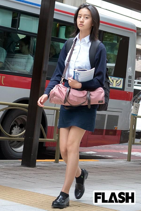 木村拓哉&工藤静香の次女「Koki,」の通学姿【2018年スクープ写真】7月15日