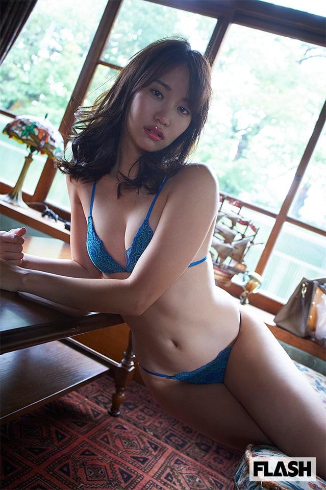 魅惑のボディライン覗いてみない?永尾まりやがセクシー家政婦に!デジタル写真集発売!