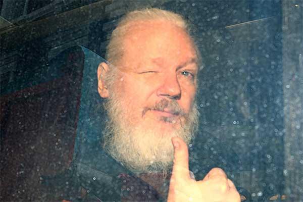 ついに逮捕「ウィキリークス創設者」なぜいま身柄拘束された?