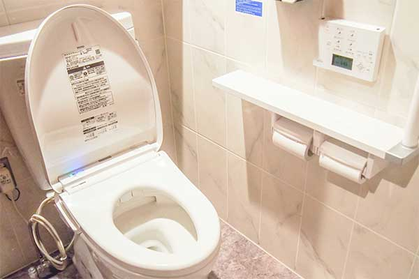 TOKIO松岡昌宏、トイレ掃除は素手で「舐められるぐらいに」
