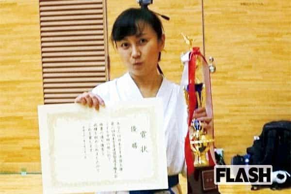仁藤優子、空手で骨にヒビが入った翌日にDV妻役で「痛い!」