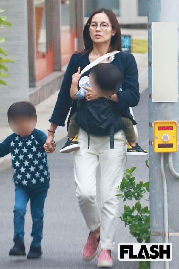 2児の母「国仲涼子」、夫・向井理の定時帰りを心待ち