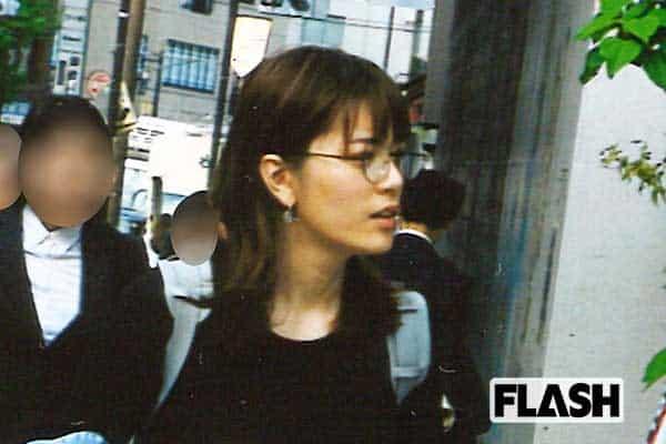 三谷紬アナ、ペットショップで「トイプードル」デート撮