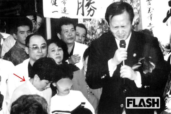 「令和おじさん」菅義偉官房長官の妻は「安田成美」似