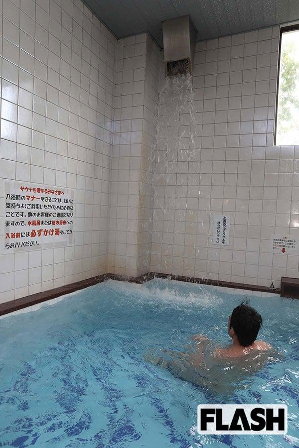 サウナの聖地に「天然湧水風呂」肌ざわりは母の胎内のごとし