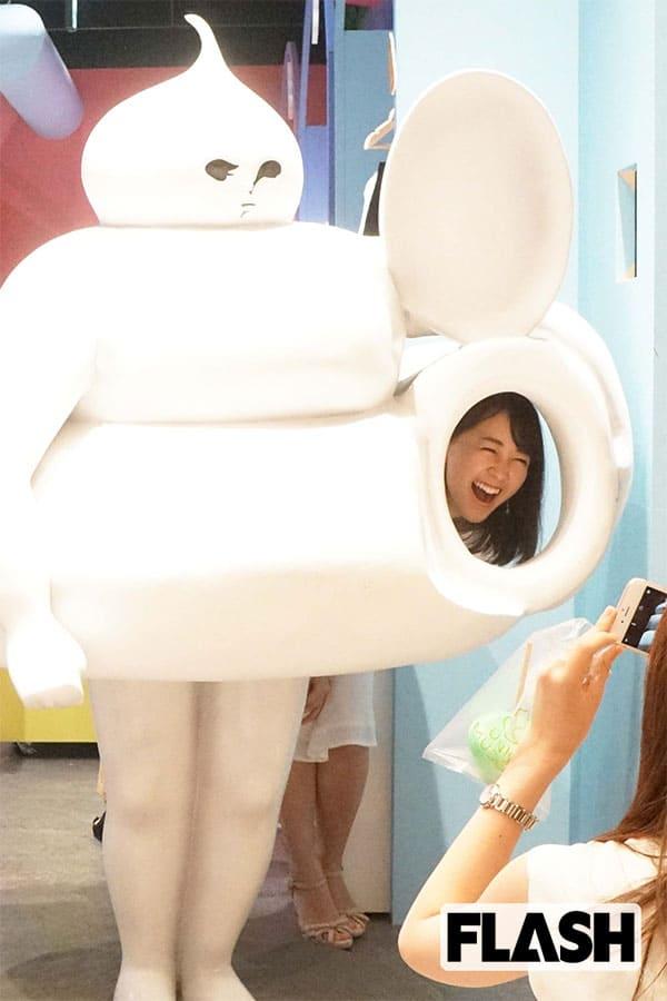 TBS「朝の顔」若林有子アナが「うんこオブジェ」で笑顔