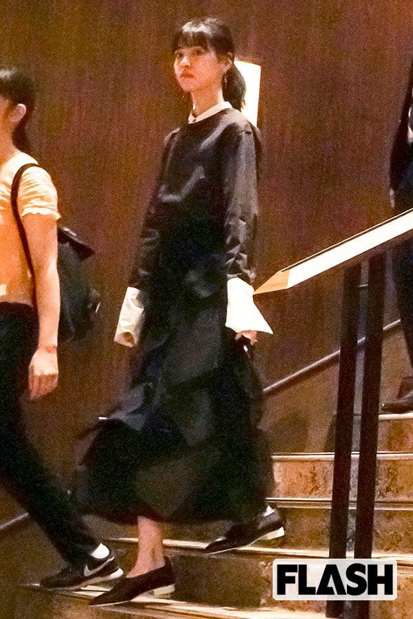 西野七瀬、『あなたの番です』打ち上げで見せた黒ドレス