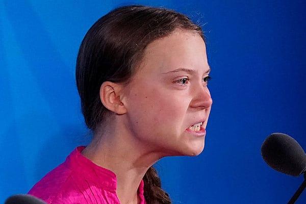 ヨットで国連に向かった16歳少女グレタさん、帰国方法に悩む