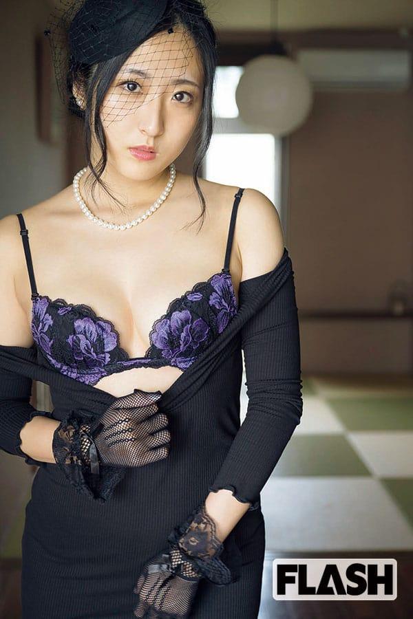 ミスFLASH2019 阿南萌花「喪服似合いすぎ!」