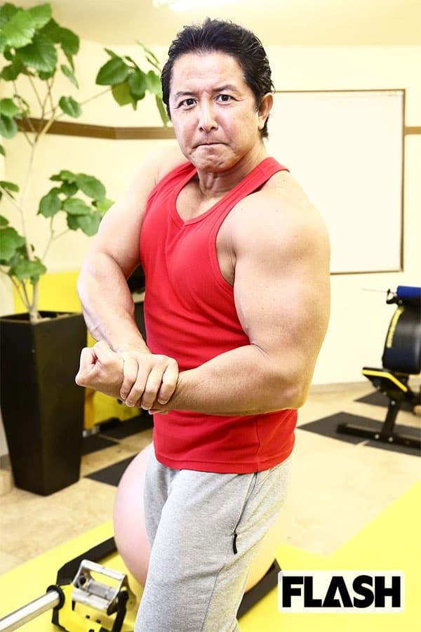 坂本一生の「わが筋トレ人生」筋肉がつきすぎて背中が掻けず…