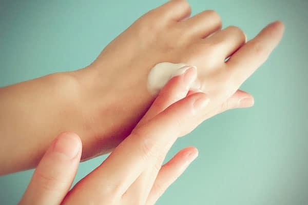 これからの季節に注意したい「保湿クリーム」使うと手が荒れる