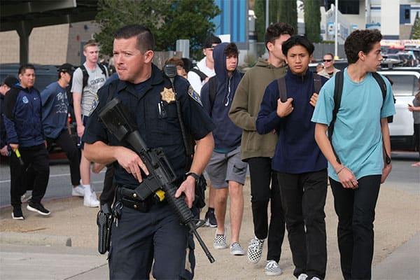 ロサンゼルスの高校で銃を乱射した少年は日本人ハーフ