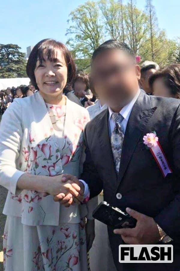 安倍昭恵「桜を見る会」握手写真を半グレが「営業」に活用中