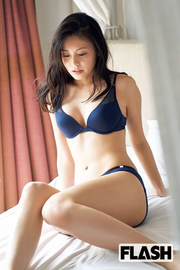 本仮屋ユイカ「大人な艶肌」