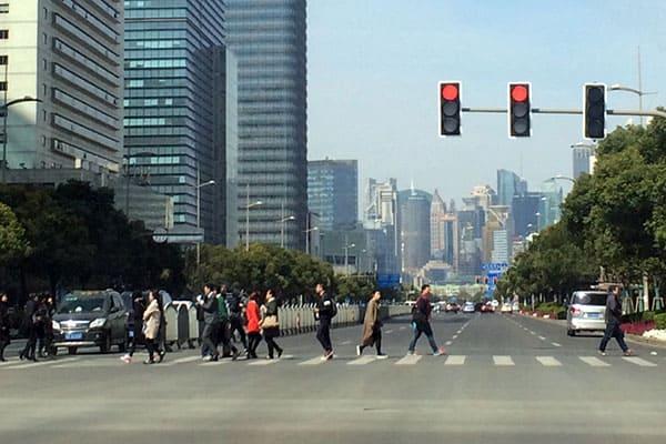 中国で進む「AI管理社会」信号無視するとマイナス5ポイント