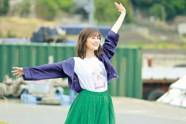 乃木坂46 生田絵梨花「ドラマの裏側」メガネの不思議ちゃんに変身