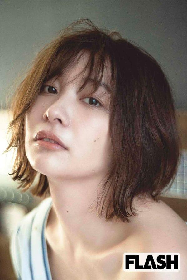 山崎真実、新作写真集で「私の眠気と船酔いを感じて(笑)」