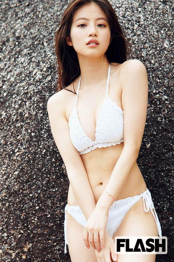 今田美桜「見納めビキニ降臨」