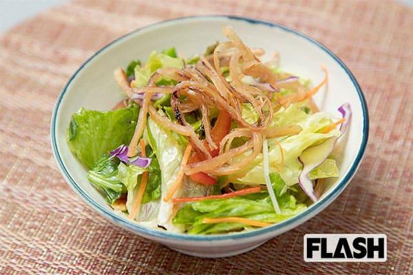 コンビニ飯で野菜を「ベジ増しレシピ」男前サラダ