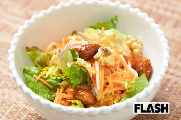 コンビニ飯で野菜を「ベジ増しレシピ」モテサラダ