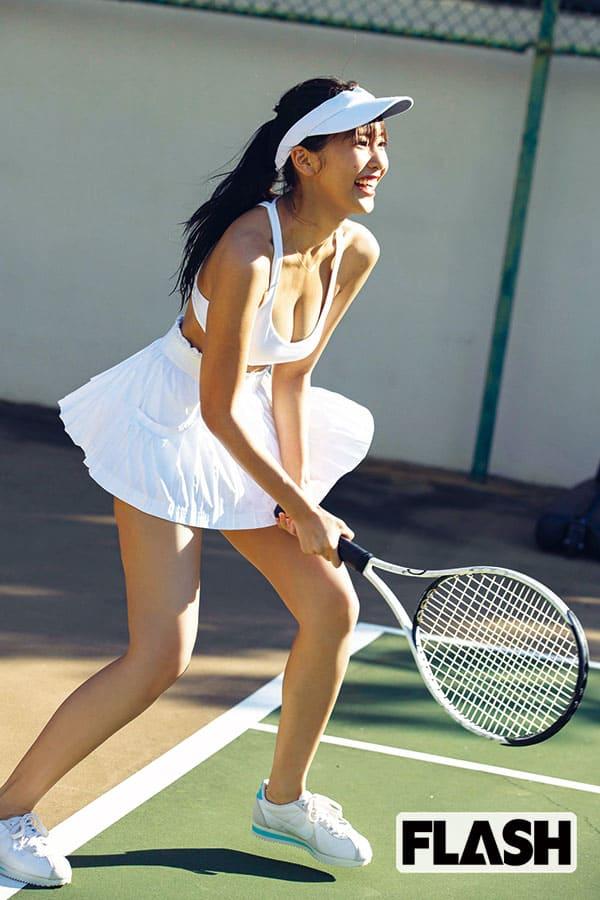 佐野ひなこ、テニスウエアの撮影は「楽しすぎた!」