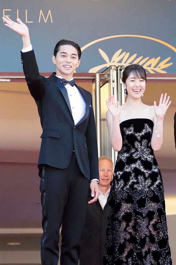 2018年5月、カンヌ国際映画祭に登場した東出昌大と唐田えりか