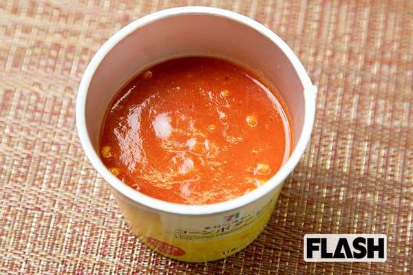 コンビニ飯で野菜を「ベジ増しレシピ」トマト割りスープ
