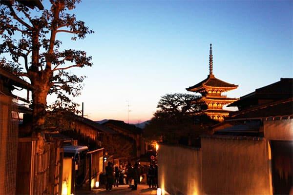「女性と出会える街」ランキング…2位は福岡、1位は?
