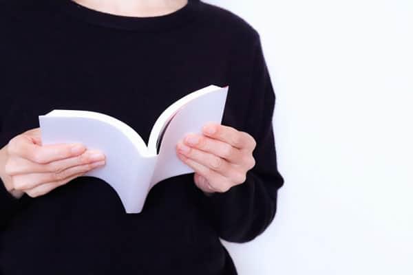 書評家が選ぶ、外出自粛の今だからこそ読みたい5つの作品