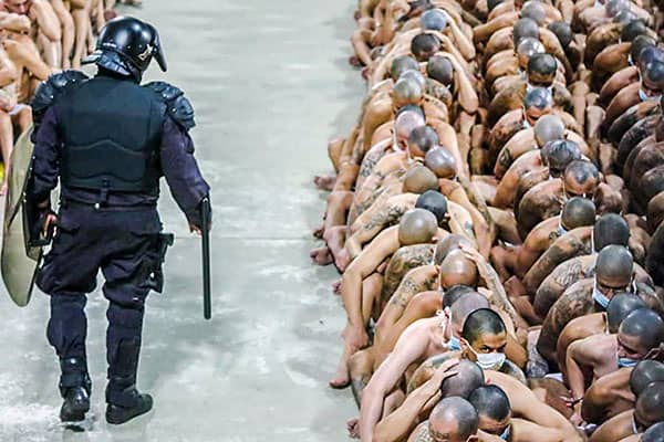 コロナ禍でマフィアのボスも出所…世界の刑務所で「釈放」続々