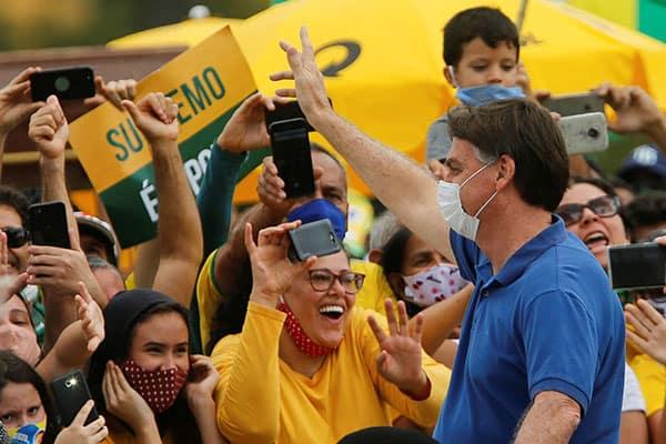 「俺にどうしろと?」コロナを放置するブラジル大統領、支持割れる