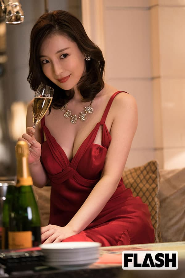 竹内渉デジタル写真集「赤いドレスは音大の経験が生きました」
