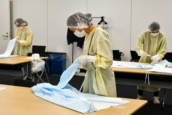 ANA職員120人、「医療用ガウン」生産現場で大活躍