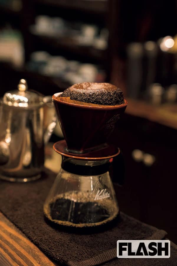 「コーヒーはお砂糖抜きで、シフォンケーキのほのかな甘みを楽しんでいます。いろんな種類がありますけど、抹茶味が好きですね」(加藤)