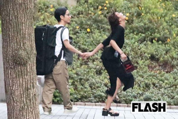 秋元才加、新郎と披露していた「手つなぎ歓喜ダンス」