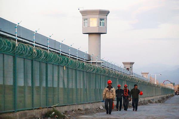 中国がウイグル人に強制する「不妊手術」戦慄の実態が明らかに