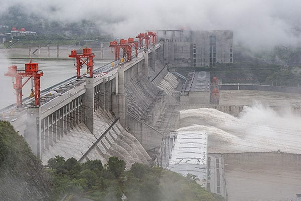 九州豪雨をもたらした「線状降水帯」中国ではダム決壊も警戒中