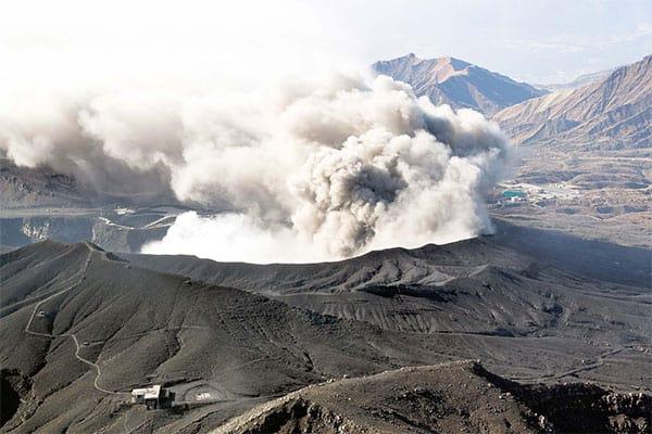 災害史の専門家が警告…日本全国で「火山が同時噴火」の大惨事