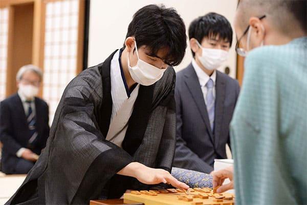 最年少タイトルの藤井聡太棋聖「名勝負10番」に人間ドラマ