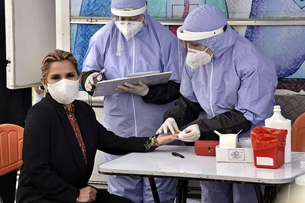 新型コロナが蔓延するボリビアで「漂白剤」が特効薬あつかい