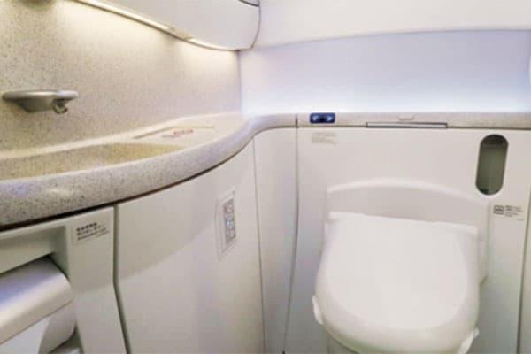 『乗りものニュース』名物記者の旅客機スクープ「排泄物の行方」