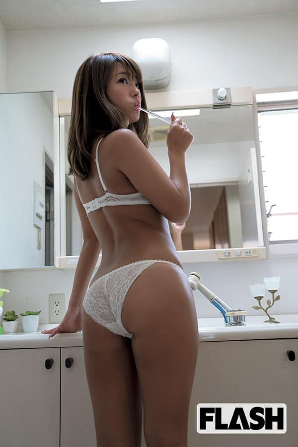 FLASH1467号「森咲智美×橋本梨菜×犬童美乃梨『おっぱい300倍濃縮!』」