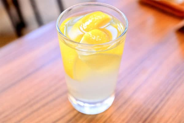 新型コロナ「後遺症」と「差別」水とレモン水を判別できず