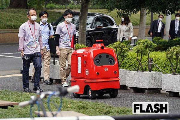 日本郵便が日本初の配送ロボット「デリロ」を公道で実証実験
