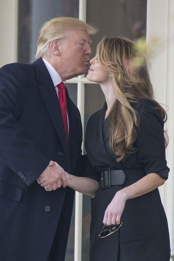 トランプ大統領がコロナ…最側近美女の「濃厚すぎる接触癖」