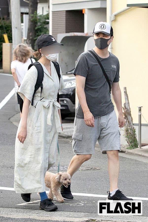 アンジャッシュ児嶋「妻一筋」の25年…夫婦で犬の散歩が日課