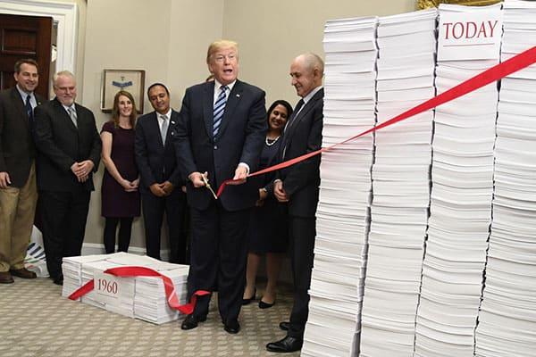 トランプ大統領、最大の功績は「2対1ルール」の徹底だった
