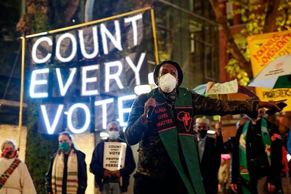 アメリカ大統領選、トランプ陣営が「選挙の不正」を声高に主張する理由は?