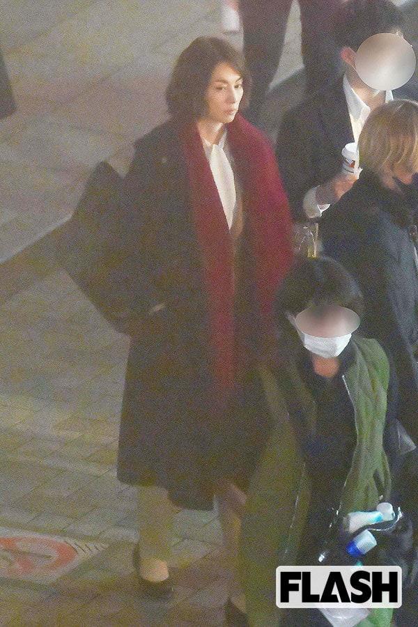 ロケ現場撮! 米倉涼子「新聞記者」ファッションを元日経記者・鈴木涼美が判定